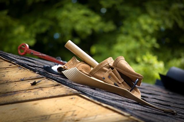 praca przy dachu