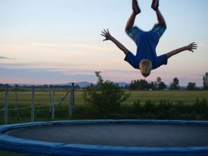 Bezpieczne korzystanie z trampoliny dla dzieci